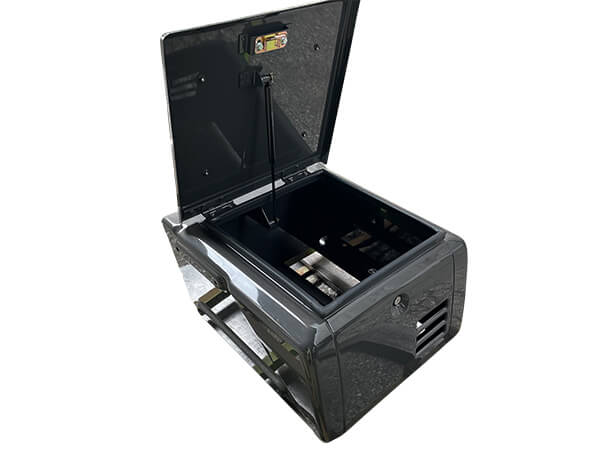油圧ショベル用の工具箱3